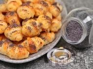Лесни соленки със сирене, кашкавал и маково семе